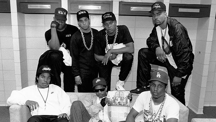 O N.W.A. (Niggaz Wit Attitudes/Negros com atitude) foi um grupo de rap Gangsta norte-americano criado em 1986 em Compton, Califórnia tendo como integrantes: Eazy E (líder), Dr. Dre, Ice Cube, DJ Yella, MC Ren, Arabian Prince,Krazy Dee e Candy Man width=
