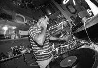Produção de DJ Hum Vira Clássico dos Bailes Black