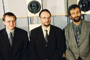 Os criadores do formato MP3 - (Esquerda para direita) Dr.-Ing. Bernhard Grill, Prof. Dr.-Ing. Karlheinz Brandenburg, Dipl. Harald Popp